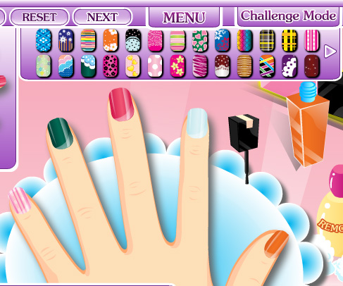 Glam Nail Studio game online. Screen Shot 2